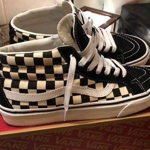 Vans sz 9 mid-top skate shoe